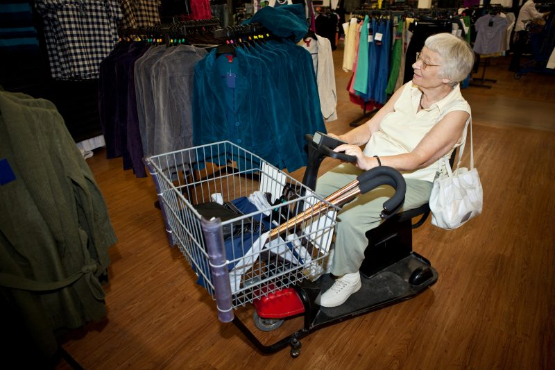 Caddie à assistance électrique seniors shopping
